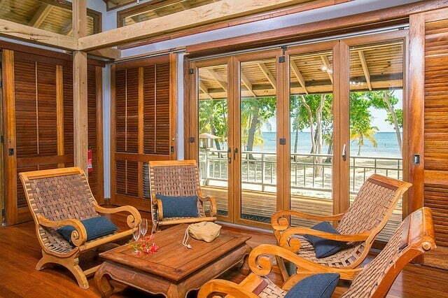 Sala de estar em casa de praia