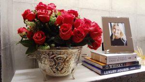 Vaso com rosa vermelha